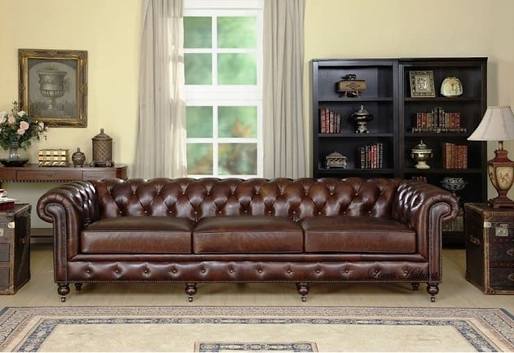 Chesterfield Leather Sofa:  Living room by Locus Habitat