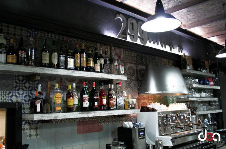 299 loung… bar: Negozi & Locali commerciali in stile  di DEA Arredamenti srl