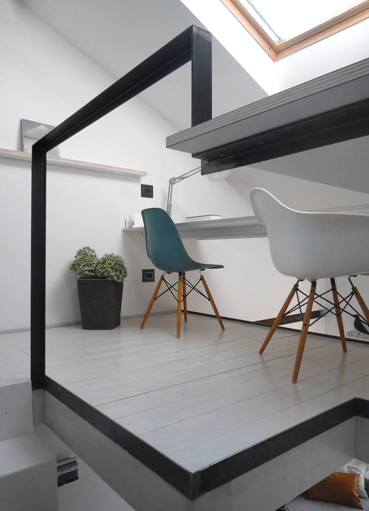 Dettaglio dello studio: Studio in stile  di PLUS ULTRA studio, Minimalista