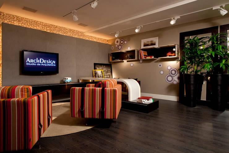 Escritório home office - CASA NOVA 2010  - (Fotos Hermes Bezerra): Edifícios comerciais  por ArchDesign STUDIO
