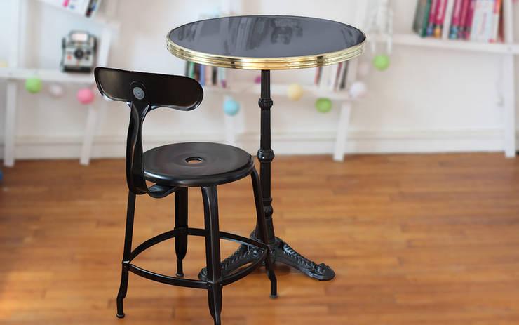 Table de bistrot Ardamez anthracite / laiton + Chaise Nicolle: Salon de style  par Ardamez