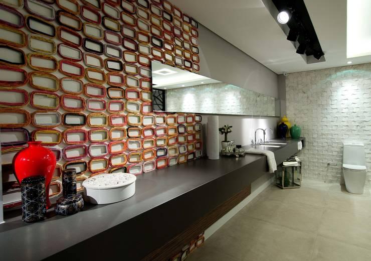 Suíte Master - CASA COR 2013 - (Fotos Lio Simas): Banheiros  por ArchDesign STUDIO