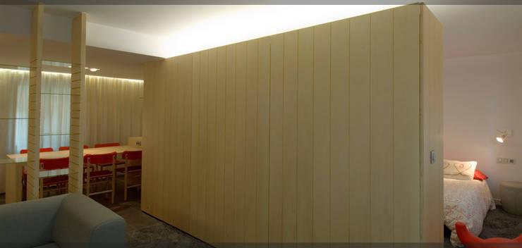 Apartamento en Juan de Itziar..: Salones de estilo  de Estudio TYL