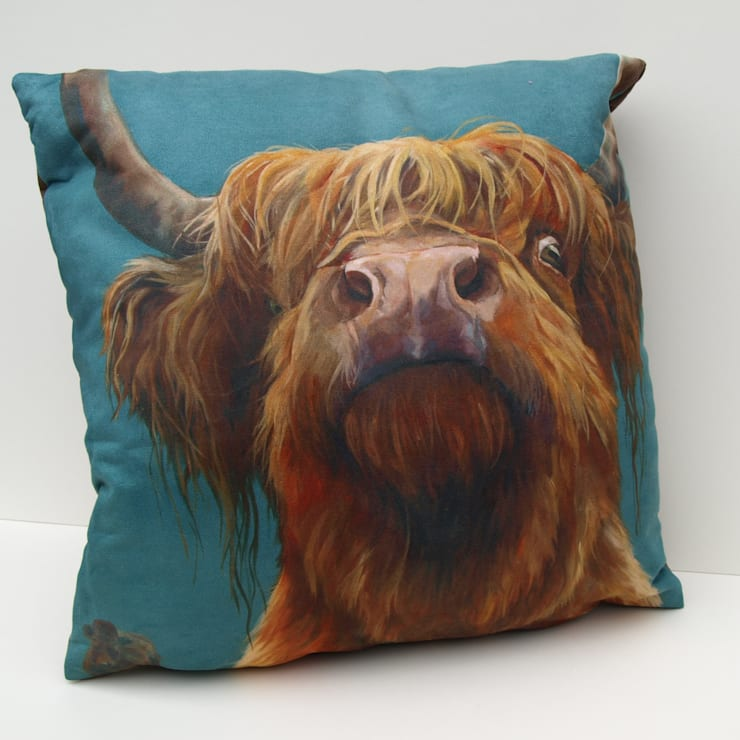 'The Highland way'-cushion:  Living room by Thuline, Studio-Gallery