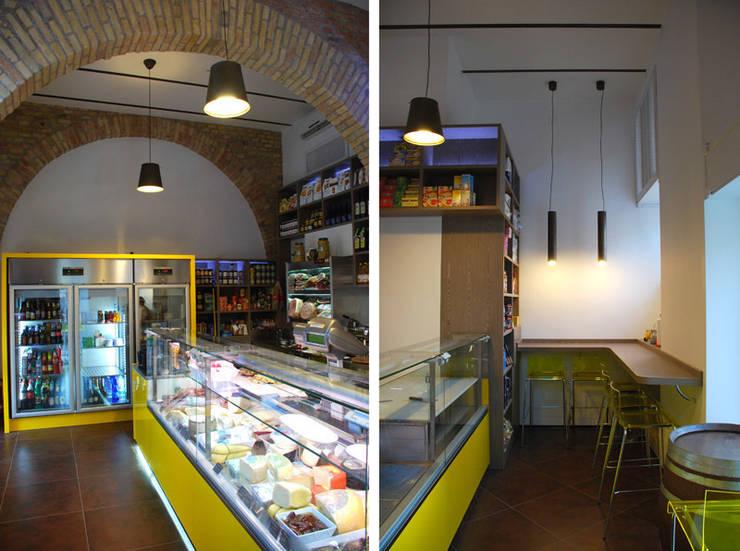 Gastronomia Romana: Negozi & Locali commerciali in stile  di COFFICE,