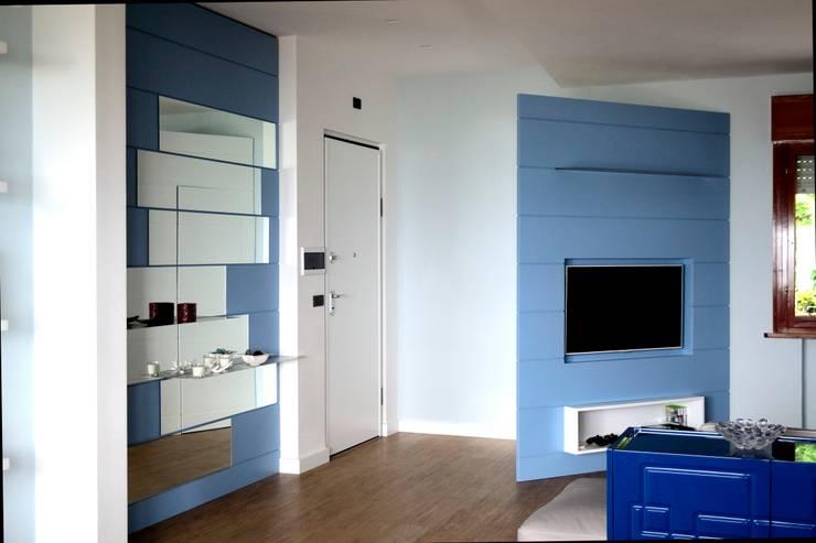غرفة المعيشة تنفيذ Arredamenti Ancona s.r.l.