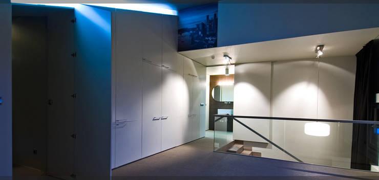 Casa en Goiuria..: Pasillos y vestíbulos de estilo  de Estudio TYL