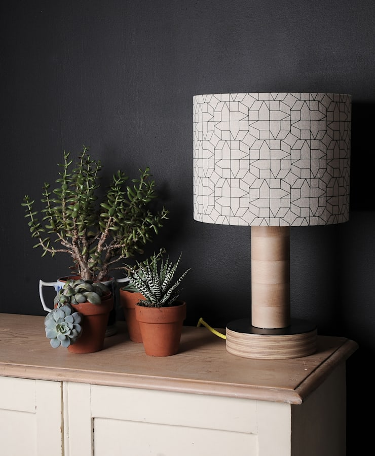 LAMPSHADE – GEOMETRIC CASAS DESIGN IN BLACK:  Living room by chocolate creative