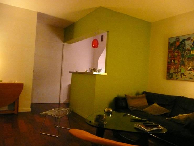 Appartement particulier de 45 m2: Cuisine de style  par Pogonos