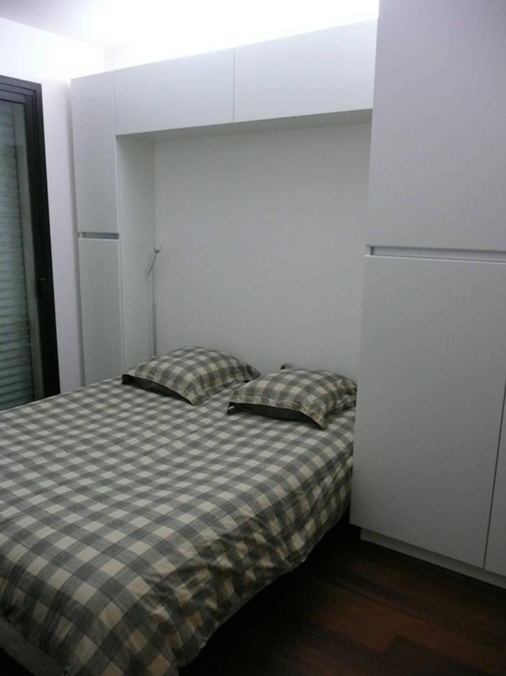 Appartement particulier de 45 m2: Chambre de style  par Pogonos