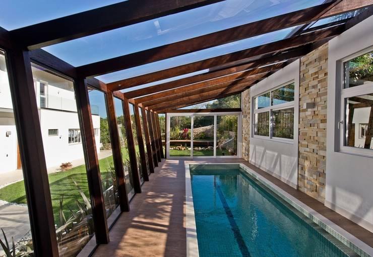 modern Pool by Espaço do Traço arquitetura