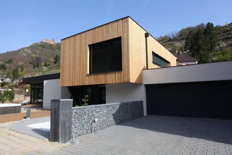 Villa S: Maisons de style  par Agence Benoit Herrmann Architecte