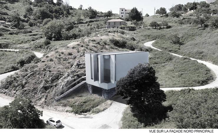 Vue de la colline: Maisons de style  par Wen Qian ZHU Architecture