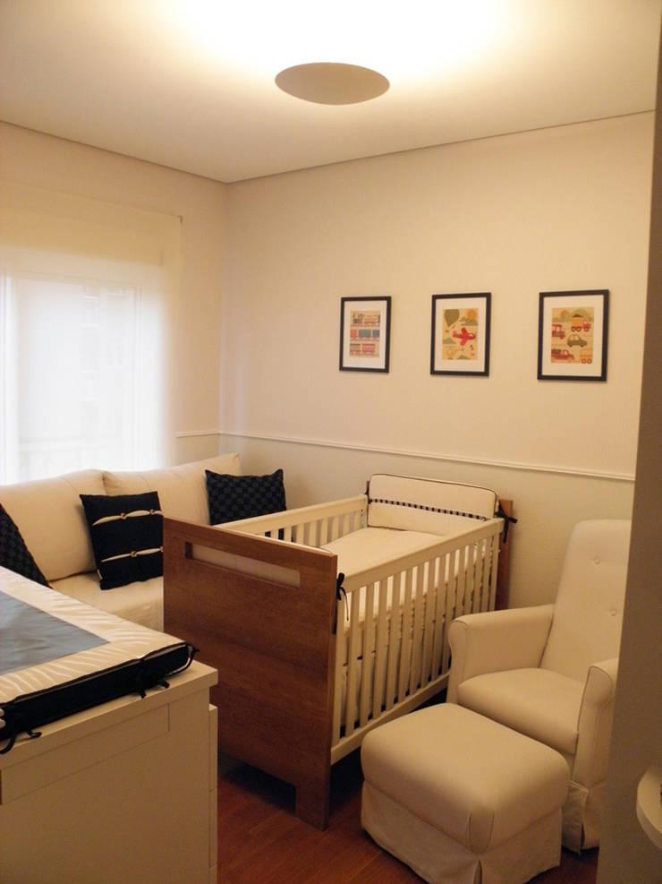 Nursery/kid's room by Lígia Bisconti, Modern