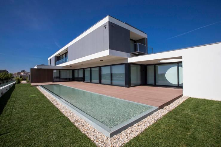 Casa JD: Casas  por Atelier Lopes da Costa