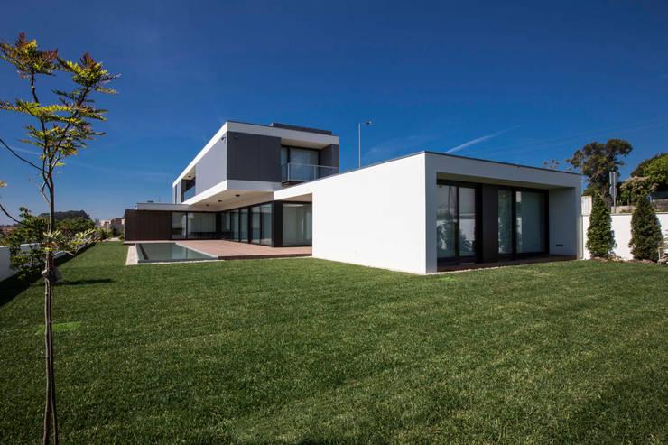 Casa JD: Casas modernas por Atelier Lopes da Costa