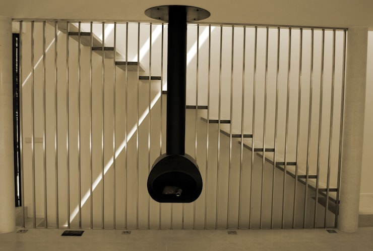Casa Amos, escalera: Pasillos y vestíbulos de estilo  de saz arquitectos