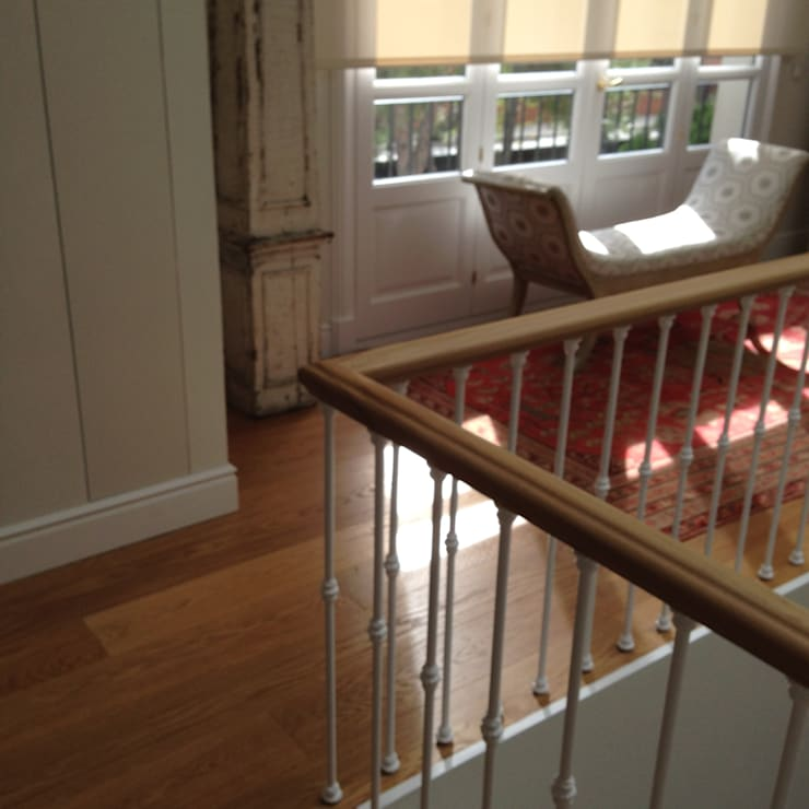 Tarima de gran formato de roble - Tarimas de Autor: Ingresso & Corridoio in stile  di Tarimas de Autor