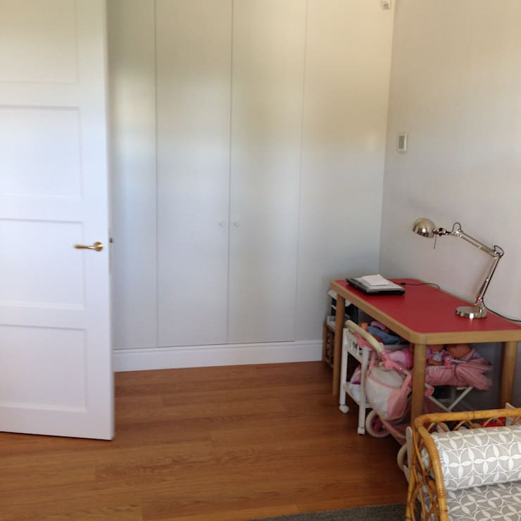 Tarima de gran formato de roble - Tarimas de Autor: Camera da letto in stile  di Tarimas de Autor
