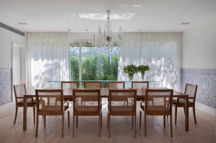 Salas de jantar  por Gisele Taranto Arquitetura