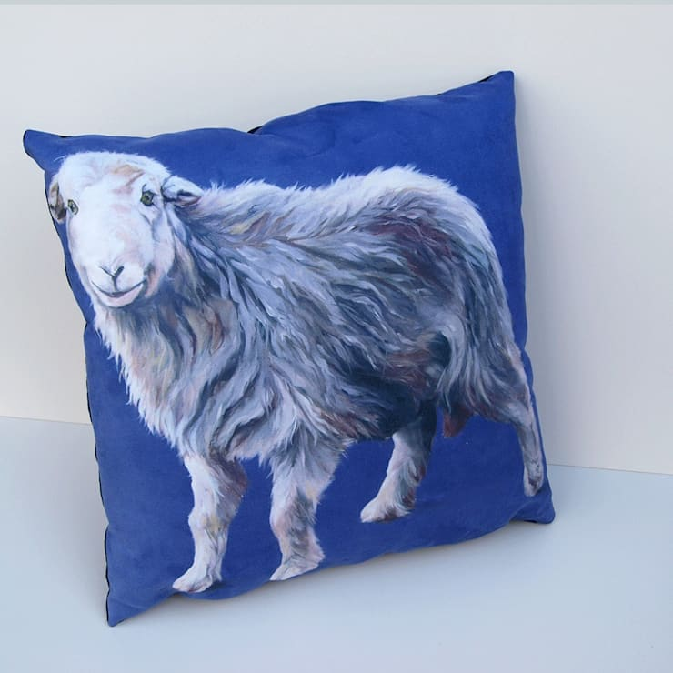 'I'm young'-cushion:  Living room by Thuline, Studio-Gallery