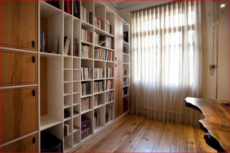 DICLE HOKENEK ARCHITECTURE – SO EVI: modern tarz Çalışma Odası