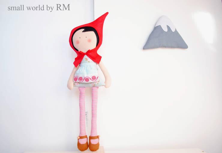 Caperucita Roja: Habitaciones infantiles de estilo  de Mundo Raquel