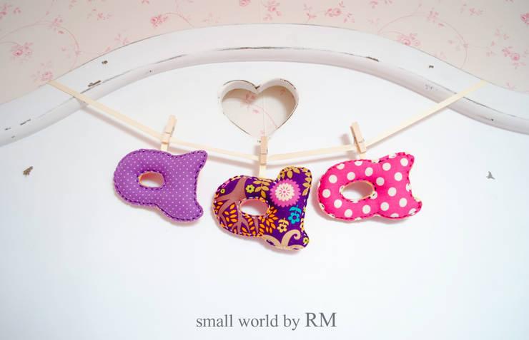 Letras decorativas: Habitaciones infantiles de estilo  de Mundo Raquel