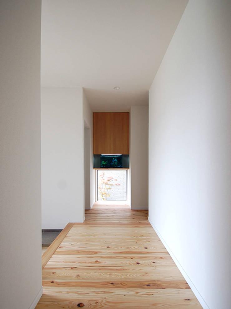 Home Base: スペースキューブ一級建築士事務所/Space Cubeが手掛けた廊下 & 玄関です。,モダン