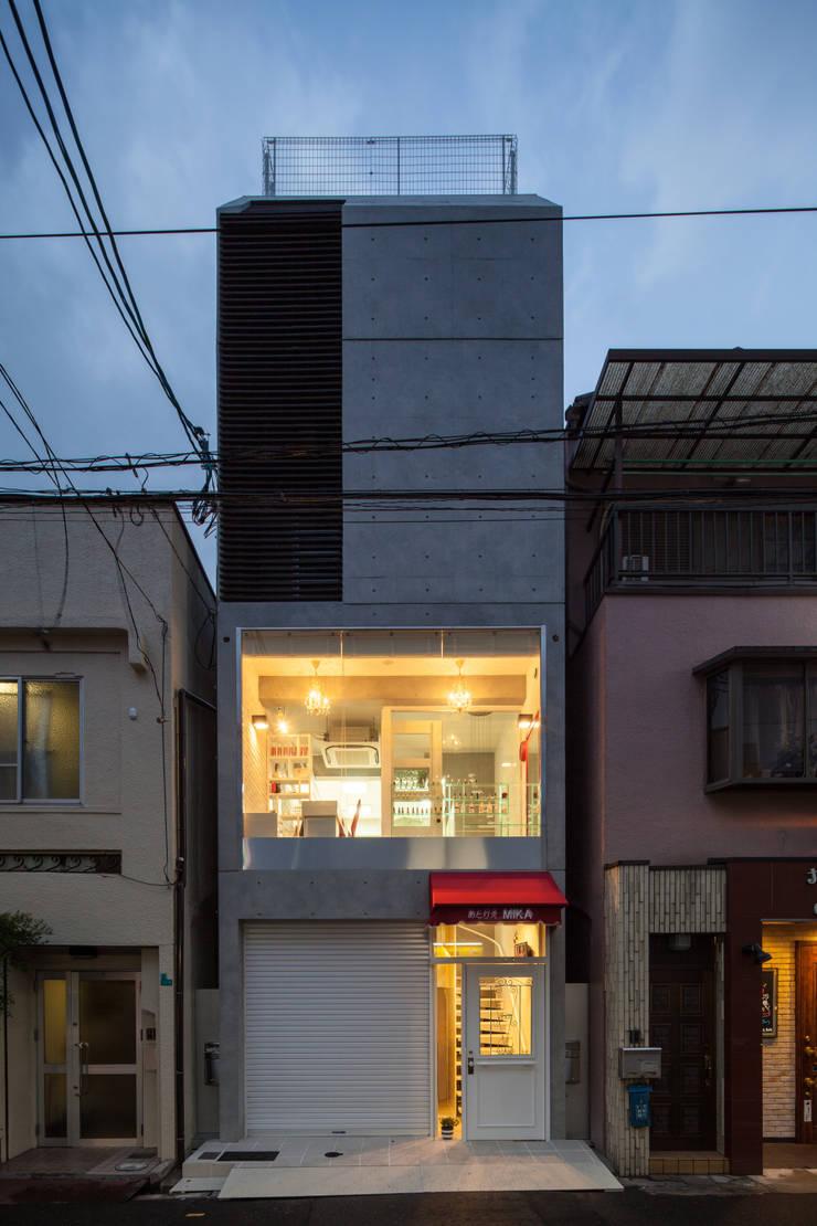 Oficinas y Tiendas de estilo  por 株式会社 入船設計, Ecléctico