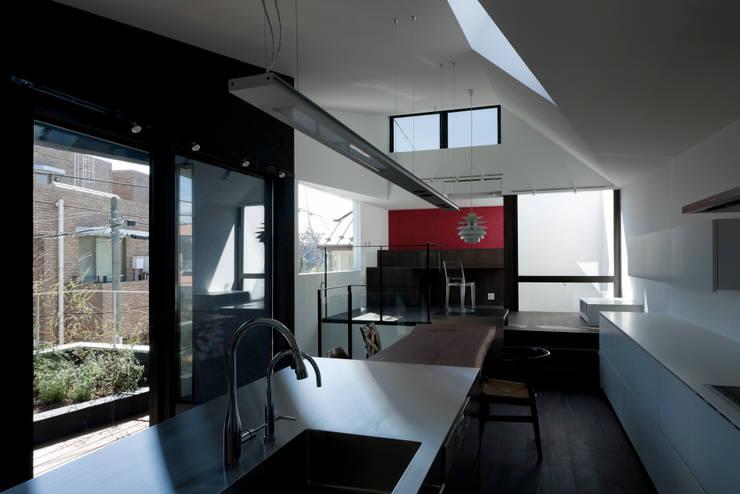 metis: 筒井紀博空間工房/KIHAKU tsutsui TOPOS studioが手掛けたダイニングです。