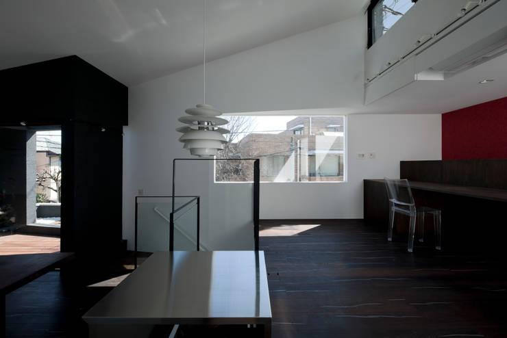 metis: 筒井紀博空間工房/KIHAKU tsutsui TOPOS studioが手掛けたリビングです。