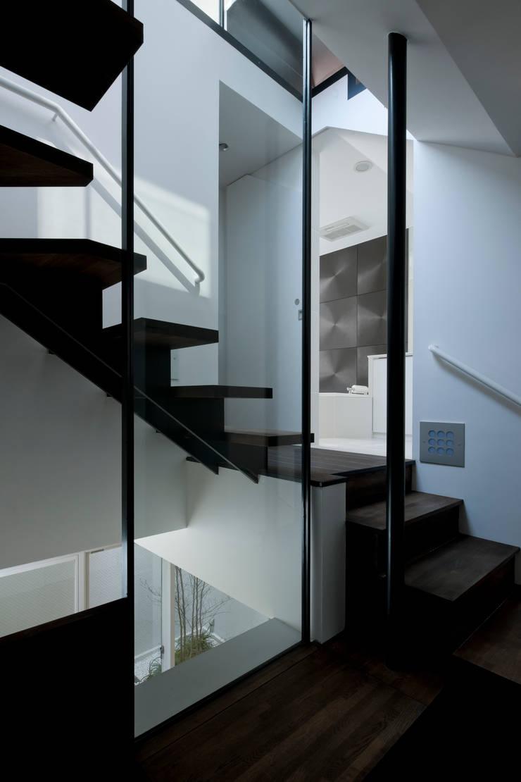 metis: 筒井紀博空間工房/KIHAKU tsutsui TOPOS studioが手掛けた廊下 & 玄関です。