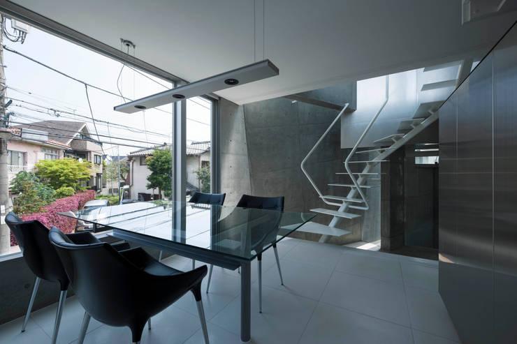 Dining room by 筒井紀博空間工房/KIHAKU tsutsui TOPOS studio