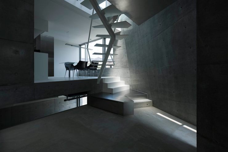 Living room by 筒井紀博空間工房/KIHAKU tsutsui TOPOS studio