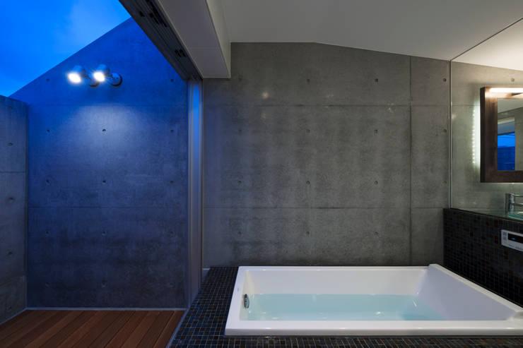 Bathroom by 筒井紀博空間工房/KIHAKU tsutsui TOPOS studio