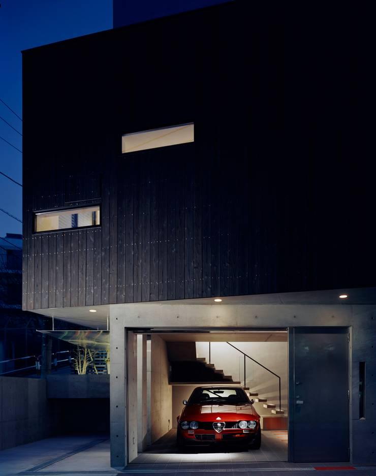 balena: 筒井紀博空間工房/KIHAKU tsutsui TOPOS studioが手掛けたガレージです。