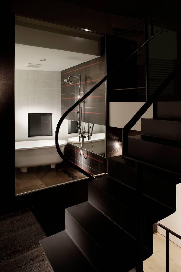 balena: 筒井紀博空間工房/KIHAKU tsutsui TOPOS studioが手掛けた浴室です。