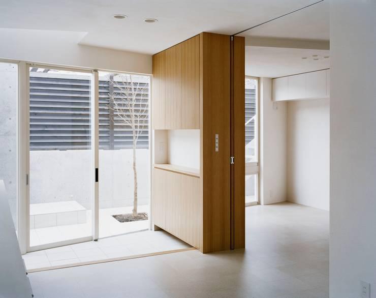 balena: 筒井紀博空間工房/KIHAKU tsutsui TOPOS studioが手掛けたリビングです。