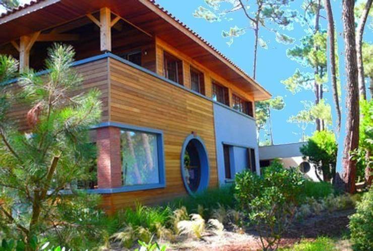 Surélévation et rénovation d'une maison (33):  de style  par Philippe Gobin Architecte