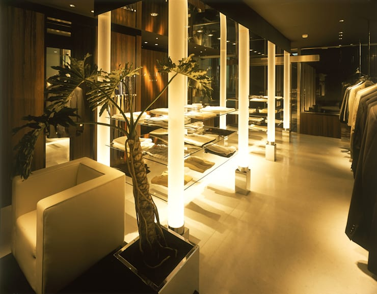 MEN'S Boutique DINO: Shigeo Nakamura Design Officeが手掛けたオフィススペース&店です。,モダン