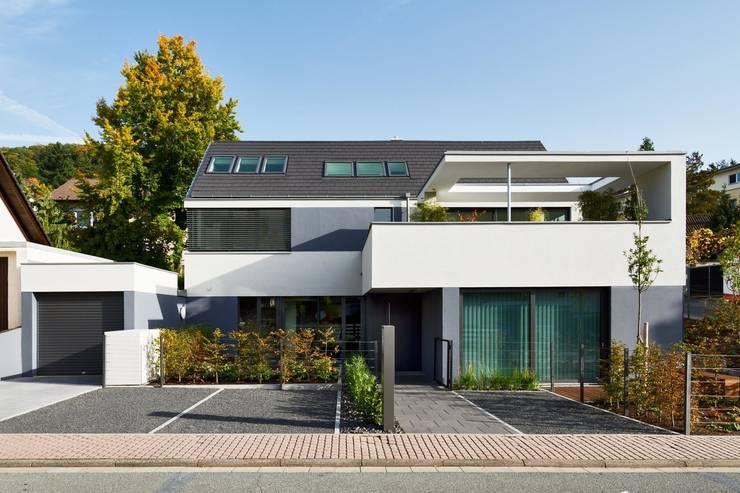 Wohnhaus mit Praxis:  Häuser von Claus + Pretzsch Architekten BDA