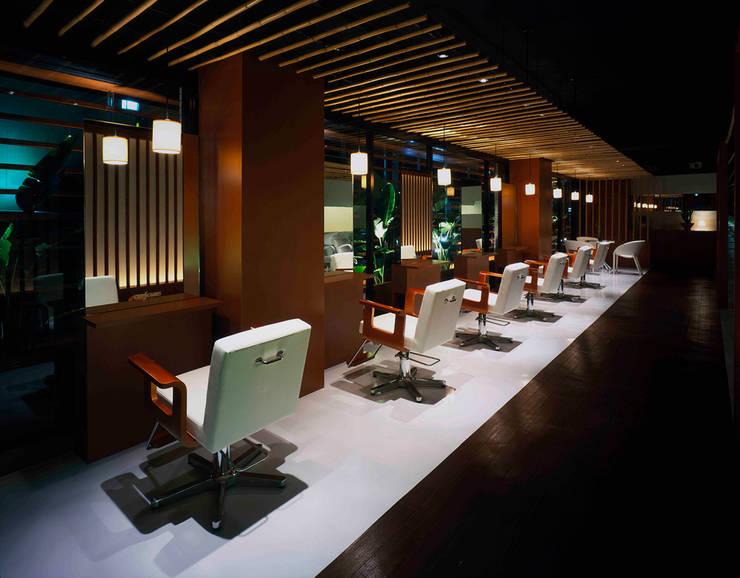 Cut seat-1: Shigeo Nakamura Design Officeが手掛けたオフィススペース&店です。,