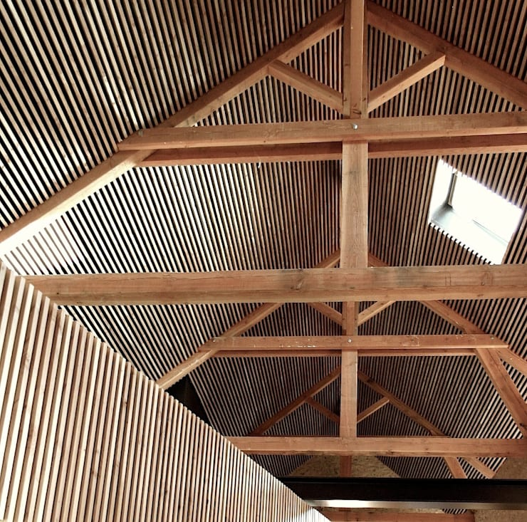 Salle de réception à Chauffailles: Centre d'expositions de style  par Gerald Lafond architecte