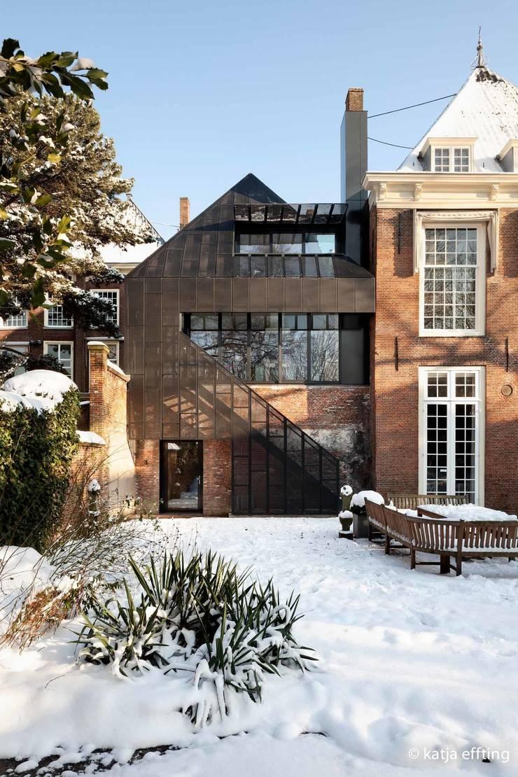 ITC Annex - garden facade:  Huizen door Mirck Architecture