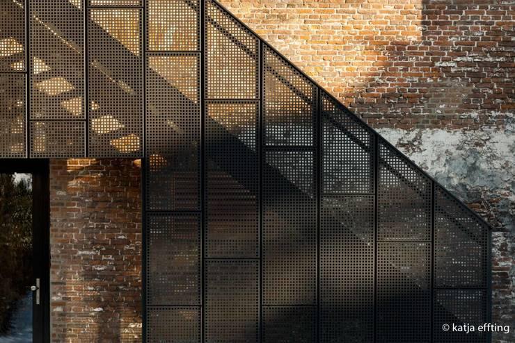 ITC Annex - facade detail:  Huizen door Mirck Architecture