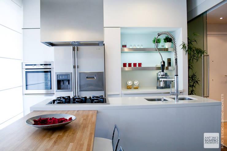 Ristrutturazione abitazione  AR a Pescara: Cucina in stile  di Studio Sabatino Architetto, Minimalista
