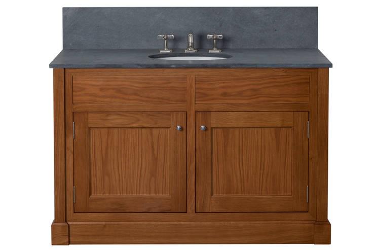 Isabel Vanity: classic Bathroom by Justin Van Breda
