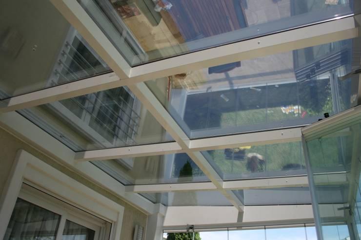 Enda Yapı – cam çatı:  tarz Balkon, Veranda & Teras