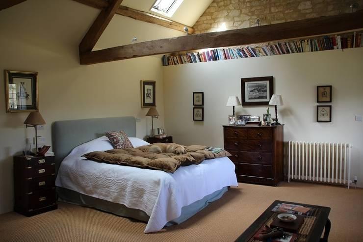 Master bedroom:  Bedroom by Justin Van Breda
